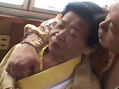 1 Asya büyükanne parçası