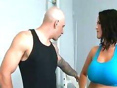 Personlig trener gir sin kuk å Carmella
