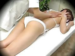 Modell verführt während der Massage Teil 1