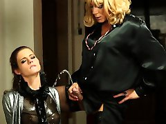 Glam Schlampe piss gets drenched