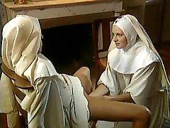 Klassieke Lesbische Nonnen - Heerlijk Vuistneuken