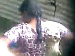 дези индийское тетя принимая ванну скрытой камеры