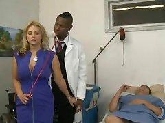 Blonde knulle henne lege