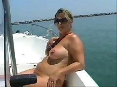 nue belle-mère, sur le bateau