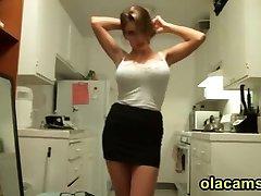 Сексуальная блондинка большой сиськи Стриптиз