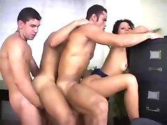 Mädchen und Drei Bisex Jungs - Suruba