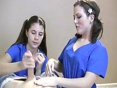 Δύο Νοσοκόμες Μαλακία Ασθενή