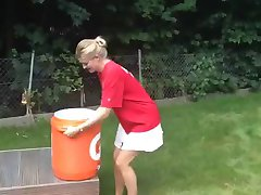 Nina Bott ALS Eis-Eimer Herausforderung