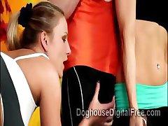 3 Kåt fitness hotties gå slutty på hunky idrettsutøvere på treningsstudioet