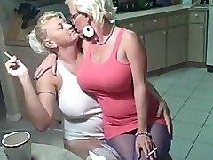 Roken lesbiennes grote tieten