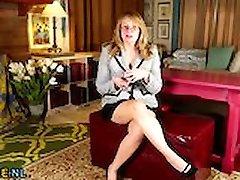 Horny Americká žena v domácnosti, prstoklad sama