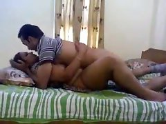 PAKISTANI - House Owner Aunty With her Paying Guest Lover