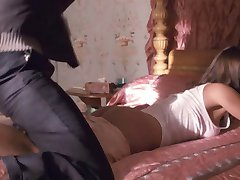 Jessica Alba & Kate Hudson Ass Slapping Extended (Blu-Ray)