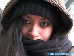 publicagent fute o femei fără adăpost