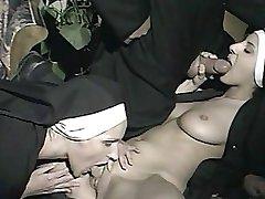 maici și un preot: trio scena de la
