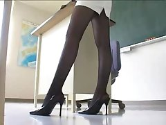 性感的日本老师超短裙裤袜