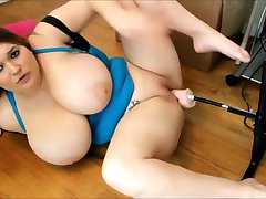 BBW fucked door een machine