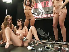 Bobbi Starr geneukt door machines