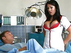 Zdravotní sestra s velkýma kozama