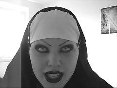 Seksikas paha nunn sünkroonfilmida