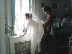 दूध पिलाने के लिए साँप से पहले शादी के केक