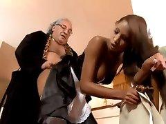 Les Français Oldman Et La Femme De Chambre...F70 De Nikon
