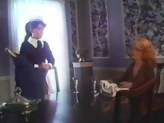 Timide Femme De Ménage Et Crépus Invité