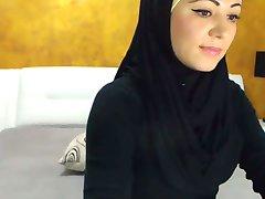 Prachtige arabische Schoonheid Klaarkomt voor de Camera