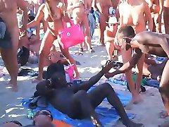 מציצן חילופי זוגות סקס על החוף