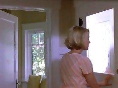 אישתו בוגדת בו בזמן הבעל למעלה