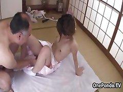שעיר Japanese teen נערה מקבלת זיין part1