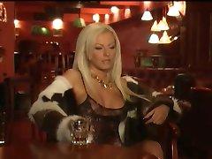 Playboy Divos Naktī Ar Kamelia