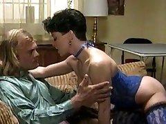 גברת סקסית הלבשה תחתונה בכחול (רטרו)