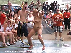 Amatør Naken Konkurransen på Dette År Nudister en Poppin Festival i Indiana