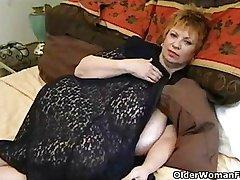 Vette oma met enorme mammaries spelen