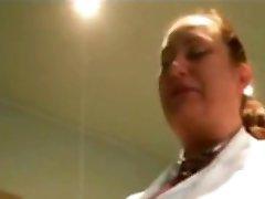 Verpleegster Met Grote Natuurlijke Tieten Maken Blowjob