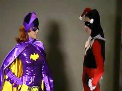 Batgirl Catfight Vernedering