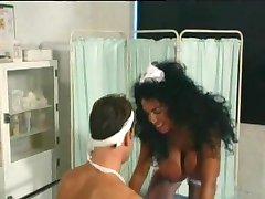 Büyük Göğüsler Fucks Hasta ile hemşire - Patron Film