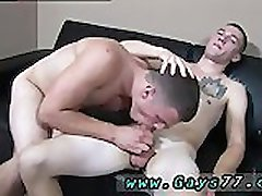 Les mecs gays qui se sucent la bite et avaler cum