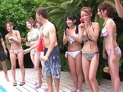 L'été les Filles en 2010 Vol 1 Doki Onna Darake no Ero Bikini Taikai - Scène 1