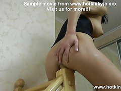 Stairpost baise double fist anal ventre renflement HKJ KinkyNiky
