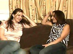 Зрелая женщина соблазняет молодую девушку...Ф70