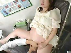 Беременных японские трахаются врачом в 9-й месяц