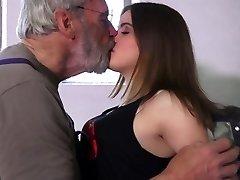 बहुत ही सेक्सी 18 घुंघराले आनंद oldman में 69