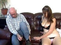 Német nagyapa teszi lány lány, tüzes