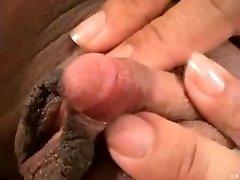 Njen VELIK Ogromen Klitoris...F70