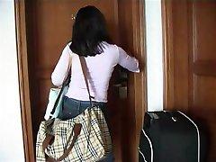 लड़की होटल में