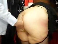 Büyük bir eşek ile tombul Fransız BİRE bir seks shop becerdin