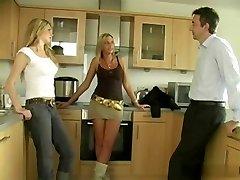 猛地关的三个女士