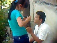 Узбекский молодая пара на открытом воздухе - Хорезм